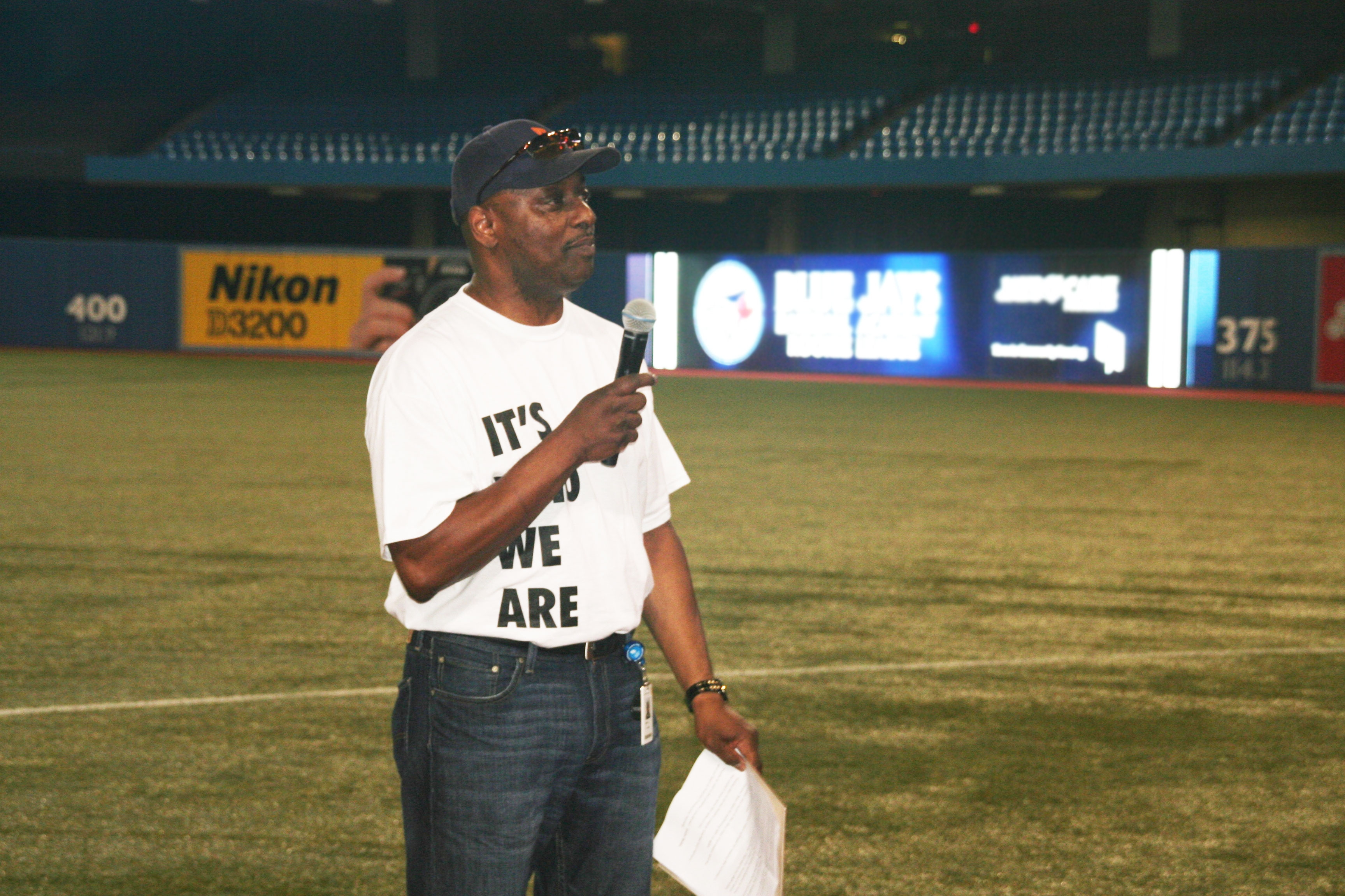 Toronto Community Housing President and CEO Gene Jones speaks to 2012 Rookie League participants.