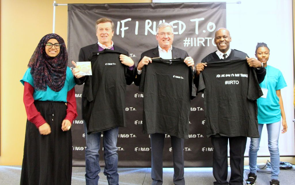Youth present t-shirts to (starting from second left to right) Toronto Mayor John Tory, Greg Spearn, Interim President and CEO